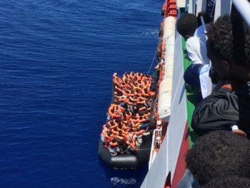 Da eroiche a sospette. La rappresentazione delle operazioni di soccorso di migranti e rifugiati nei media