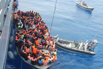Navigare a vista, il racconto delle operazioni di ricerca e soccorso di migranti nel Mediterraneo centrale